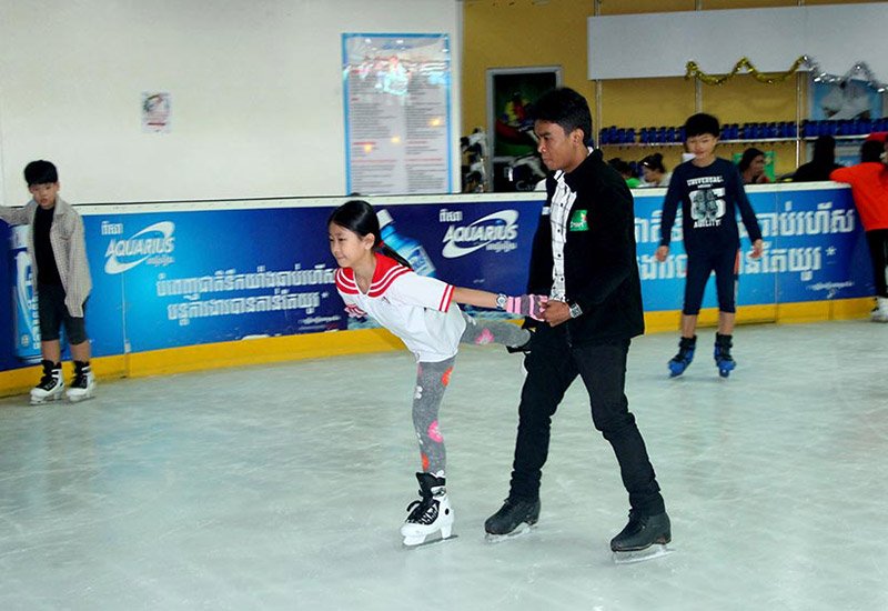 ស្គីទឹកកក / Ice Skating